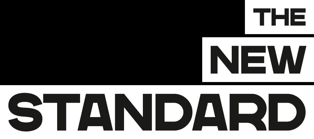 Het logo van The New Standard
